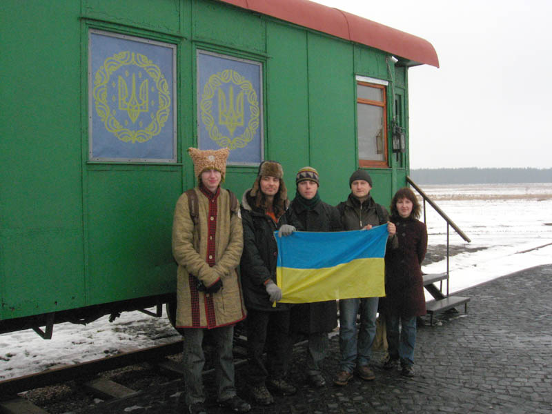 Крути. Богдан Логвиненко, Артем Захарченко, Олена Шарговська